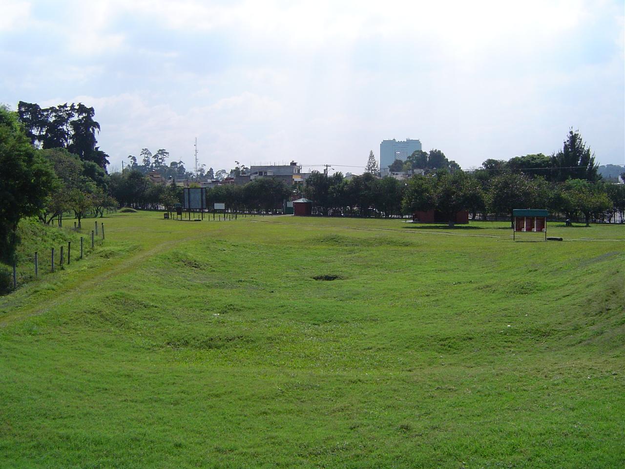 Vista actual de Kaminal Juyú y de la urbe de la ciudad de Guatemala